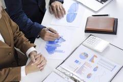 Planification de comptabilité, gestion de portefeuille, rencontrant des conseillers, examen de gestion, présentation des idées images libres de droits