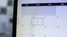 Planification de personne pour rendre visite au docteur, faisant la note en journal intime en ligne, examen annuel banque de vidéos