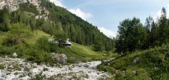 Planina Zapotok alla fine della valle di Zadnja Trenta nel parco nazionale di Triglav in Julian Alps in Slovenia Fotografie Stock Libere da Diritti