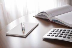Planista z piórem i kalkulator Obraz Stock