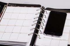 Planistyczny pojęcie - kalendarz, telefon komórkowy Zdjęcie Royalty Free