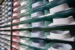 Plank met overhemden in opslag royalty-vrije stock afbeeldingen