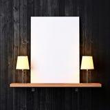 Plank met witte affiche en lampen Royalty-vrije Stock Afbeelding