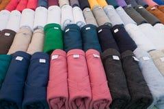 Plank van kleurrijke T-shirt Stock Afbeeldingen
