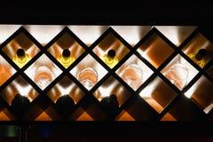 Plank voor flessen in de bar Royalty-vrije Stock Afbeelding