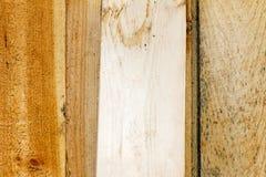 Planka av trä gammalt och sprucket Yttersidan är grov och ojämn Fotografering för Bildbyråer
