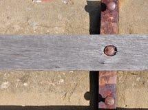 Planka med rostad metall: Abstrakt begrepp Arkivfoton