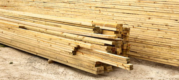 Planken des Bauholzes Lizenzfreie Stockfotos