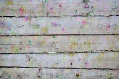 Planken plätscherten Schüsse von den Paintballgewehren Stockfotos