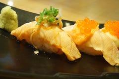planlägg praktiska sushi för laxen för elementmenyrestaurangen mycket Royaltyfria Foton