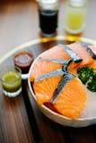 planlägg praktiska sushi för laxen för elementmenyrestaurangen mycket Arkivbild