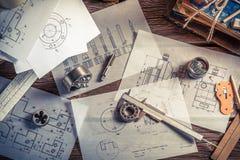 Planlägga mekaniska delar av teknikern royaltyfria foton