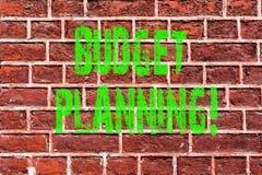Planläggning för budget för ordhandstiltext Affärsidé för finansiellt utvärdering för planera av förtjänster och konst för kostna arkivbild