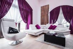 Planlagd soffa och stol royaltyfri fotografi