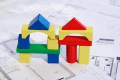 Plannend nieuw familiehuis stock fotografie