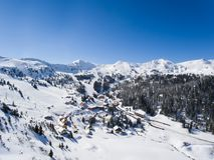 Planneralm i den österrikiska Tauern regionen Arkivbild