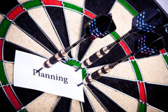 Planning op dartboard stock afbeeldingen