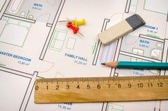 Plano arquitetónico com ferramentas Fotos de Stock Royalty Free