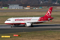 Plano AtlasGlobal de Airbus A-320 Imagens de Stock