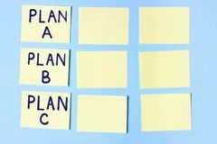 Plano A, plano B, plano C em etiquetas multi-coloridas do escritório Planeamento, gestão, emprego, negócio Conceito da escolha imagem de stock royalty free