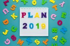 Plano 2019 da inscrição no fundo azul Planeamento futuro Projeto do estilo de vida Conceito da estratégia empresarial Conceito da imagem de stock