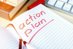 Plano de ação redigido em uma nota fotografia de stock royalty free