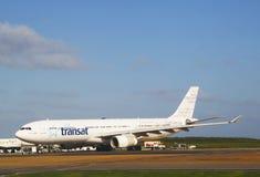 Plano de Airbus 330 das linhas aéreas de Air Transat no aeroporto de Punta Cana Fotografia de Stock