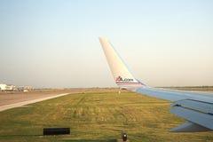Plano de American Airlines que sale de Dallas Foto de archivo libre de regalías
