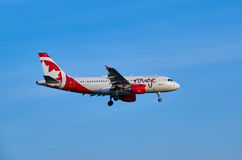 Plano de aterrissagem do vermelho de Air Canada Fotografia de Stock