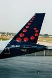 Plano de avião de passagem de Brussels Airlines no aeroporto Imagens de Stock