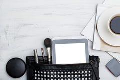 Plano de la moda puesto para los medios del social de los bloggers Accesorios femeninos Foto de archivo