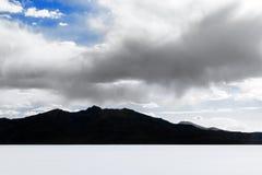 Plano de la sal de Uyuni - Salar de Uyuni - el plano más grande de la sal del mundo fotografía de archivo