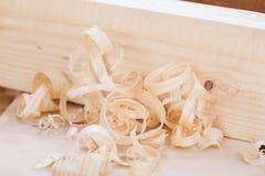 Plano de madeira Handheld com aparas de madeira foto de stock royalty free