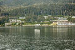 Plano de mar que aumenta por casas Imagem de Stock Royalty Free