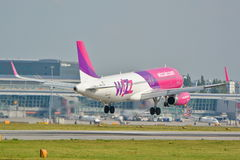 Plano de Wizzair Fotos de Stock Royalty Free
