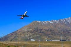 Plano descolando o aeroporto Imagem de Stock