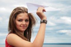 Plano do adolescente e do papel imagem de stock