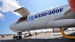 Plano do cargueiro de Airbus A330-200F em Airshow 2010 Imagem de Stock