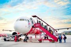 Plano do embarque de AirAsia imagem de stock royalty free