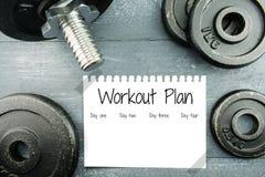 Plano do exercício com placas do peso Fotografia de Stock Royalty Free