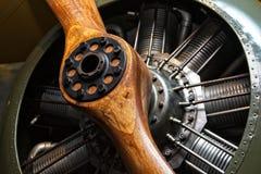 Plano do vintage - motor e hélice de madeira foto de stock royalty free