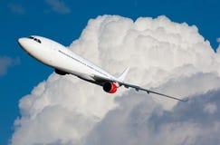 Plano do voo fotografia de stock