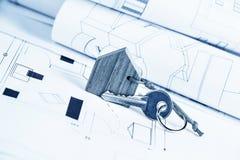 Plano e chave da casa foto de stock