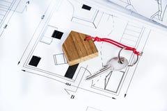 Plano e chave da casa imagem de stock royalty free