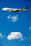 Plano e nuvens enormes Imagem de Stock