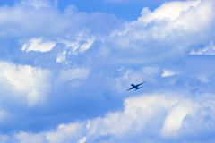 Plano en el cielo Imágenes de archivo libres de regalías