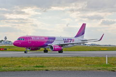 Plano HA-LWX de Wizzair Imagem de Stock Royalty Free