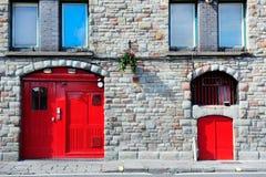 Plano hermoso con la puerta roja del arco en Londres, Inglaterra, Reino Unido Fotografía de archivo
