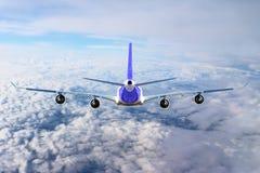 Plano no branco do preto do fundo do avião do transporte do curso do voo do céu Imagem de Stock