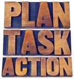 Plano, tarefa, sumário da palavra da ação no tipo de madeira Imagens de Stock